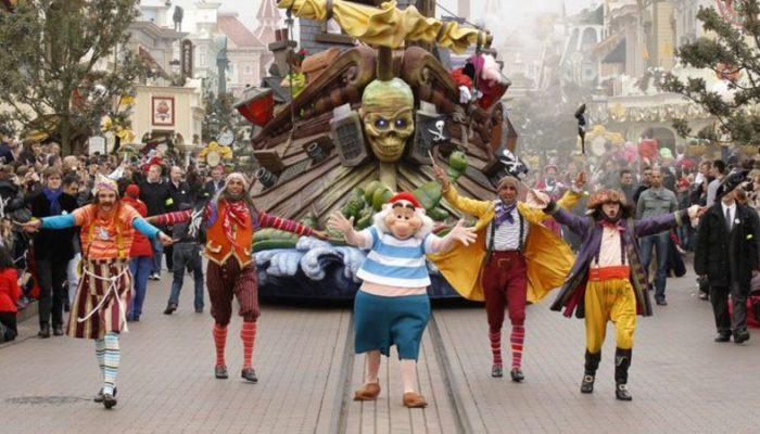 Яркие парады диснеевских героев, аттракционы и виртуальные представления сделают незабываемыми ваше путешествие в мир детской мечты.