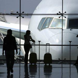 русскоязычный сопровождающий для поездки в аэропорт Парижа